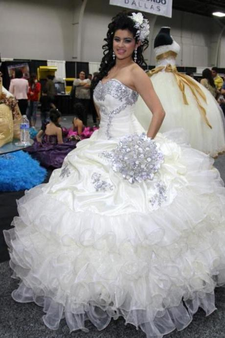 Stunning Beaded White Wedding Dresses for Sweet 16 Princess Ball Gown Ruffled Organza Crystal Long Wedding Dress Bridal Gown