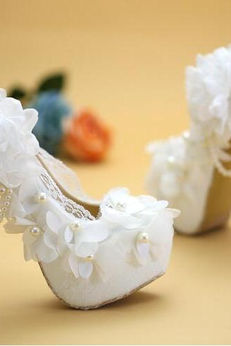 2018 In Stock New Luxury Bling Sparkle Pearls White Wedding Heels Women Pumps 11cm High Heels Wedding Bridal Shoes Pointed Toe High Heels
