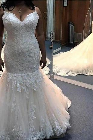 Spaghetti Straps Mermaid Wedding Dresses Lace Appliques Crystals Sash Lace Up Court Train Beach Spring Bridal Gowns Plus Size