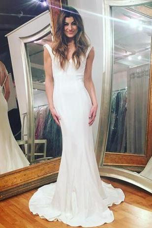2018 Beach Wedding Dresses Deep V Neck Simple Sleeveless Sexy Backless Tiered Ruffle Skirts Mermaid Elegant Country Bridal Gowns