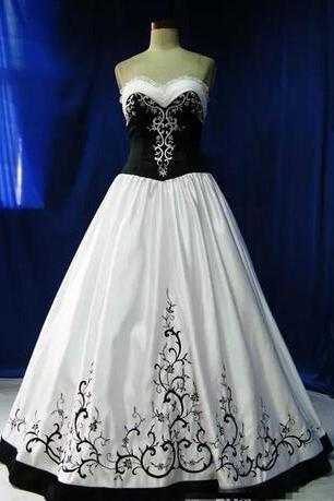Sweetheart 2018 Vintage A-Line Gothic Wedding Dresses With Embroidery Beading Bridal Gowns Sequins Custom Vestidos De Novia White And Black