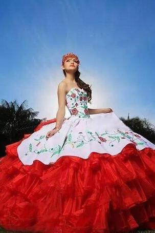 2018 Sexy Sweetheart Embroidery Ball Gown Quinceanera Dresses Satin Sweet 16 Dress Lace Up Floor Length Vestido De Festa