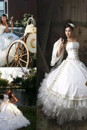 2018 Sexy White Gold Ball Gown Quinceanera Dresses with Embroidery Beaded Sweet 16 Dress Lace Up Floor Length Vestido De Festa