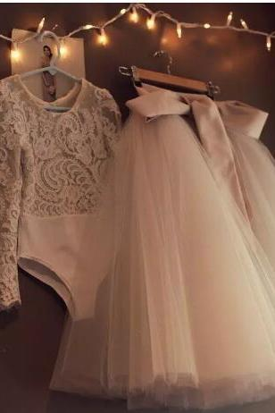 Long Sleeves Lace Flower Girls Dresses Two Pieces Tulle Lovely Little Kids Skirts Tea Length Princess Communion Birthday Gowns