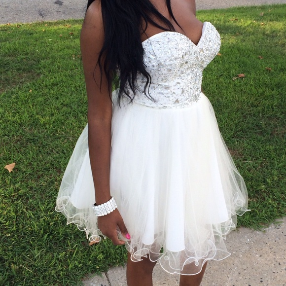 Short/Mini White Homecoming Dress 2017 Sweetheart Sleeveless A Line Tulle Crystal Prom Gowns Cocktail Party