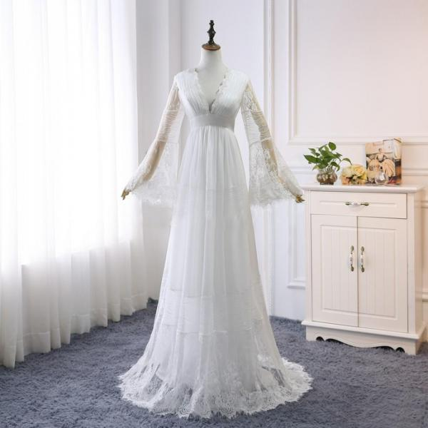 Bohemian Lace Wedding Dresses 2020 V Neck Long Sleeves Backless A Line Floor Length Beach Garden Country Bridal Gowns Plus Size